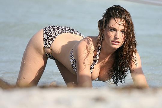 kelly-brook-bikini-22.jpg