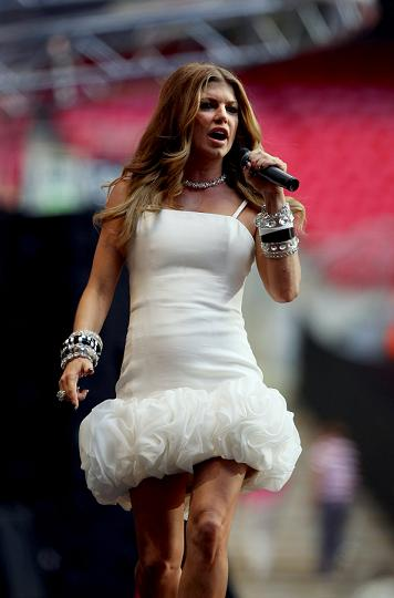08466_celebutopia-fergie_performs_on_stage_during_the_concert_for_diana_at_wembley_stadium_in_london-01_122_443lo.jpg